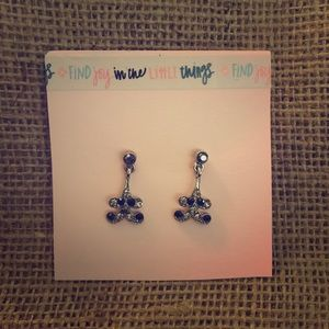 Earrings with sparkly black stones